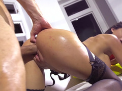 Busty brunette pays delivery guy with her cunny