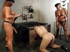 Domme tooshie have an intercourse slave