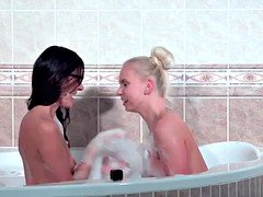 Girlfriends Bathroom lesbian pussy licking with underwater