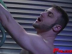Blake gets juicy asshole licked by stud Riley