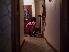 CD Ashlee waiting for pizza delivery in her high heels!