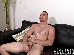 Muscular homo Johnny B jerks off his tool and cums