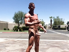 Muscle Daddy Outdoor Flex and Cum