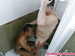 Versatile dilf barebacking pinoy in bathtub