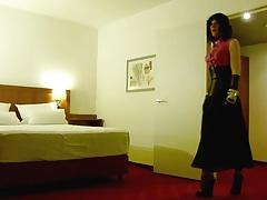 Roxy in a hotelroom