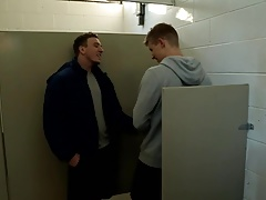 NextDoorBuddies Tom Faulk Exposes Cock in Public