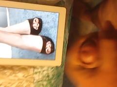 Cumming on Anne Hathaway's Feet