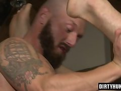 Muscle bear flip flop with cumshot