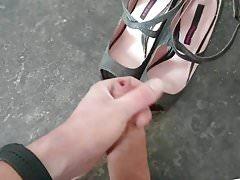 Cum on her disco heels