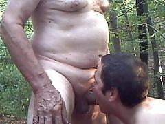 Geiler Mundfick im Wald