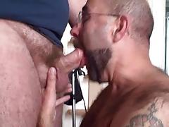 Guy sucking a chub