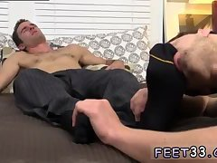 Hunter embarks with feet worship