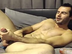 Cam jerker beats his thick meat and sticks a vibrator up his ass