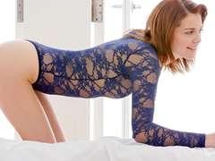 Slim babe Kiera Winters super erotic sex