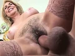 Blonde, Éjaculation interne, En levrette, Poilue, Hard, Mature, Jarretelles