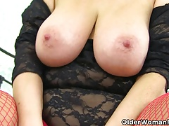 UK milf Kimmy Cums loves dildoing her experienced cunt