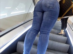 Incredible BIG ASS beauty in tight jeans
