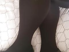 Cumming on pantyhose and heels