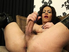 Mature tranny toying her ass hole