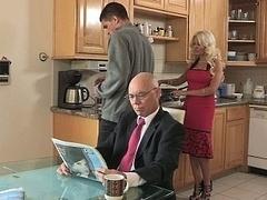 Engañando, Sucio, Familia, Sexo duro, Ama de casa, Cocina, Madres para coger, Madrastra