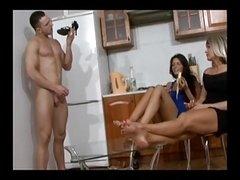 着衣女と全裸男, フェムドム, 足フェチ, Hd, ロシア人