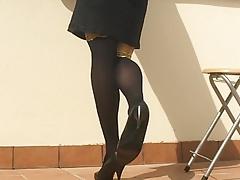 Dangling, shoeplay in black stocking legs