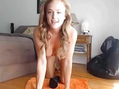 Chicas se dan toques en el culo y panocha