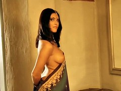 Mysterious Bollywood Babe Shows Off
