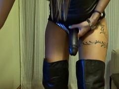 Bondage discipline sadomasochisme, Dominante vrouw, Latex, Spaans, Voorbinddildo