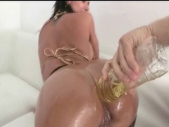 Colombian with deluxe butt gets oiled up