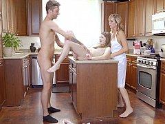 Petit ami, Fille, Cuisine, Maman, Belle mère, Plan cul à trois