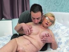 Grown-up lady gets eaten out