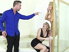 アメリカ人, 浴室, ベッドルーム, 女 人男 人, グループ, 下着, 馬乗り, 三人