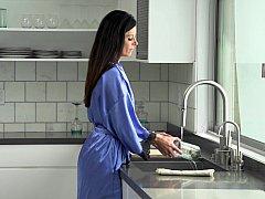 Amerikanisch, Blasen, Braunhaarige, Schwanz, Küche, Milf, Höschen, Ablutschen