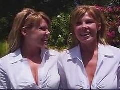 2 Sexy Twins In A Threeso...