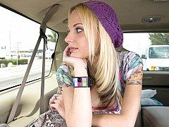 Blond, Auto, Sperma in gezicht, Klein, Realiteit, Mager, Tatoeage, Tiener