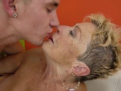 Grosse titten, Blondine, Blasen, Spermaladung, Oma, Reif