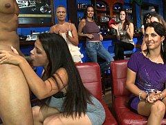 素人, 着衣女と全裸男, カワイイ, ドレス, グループ, パーティ, 恥ずかしがりや, ストリップ