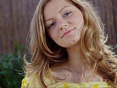 18 ans, Blonde, Mignonne, Russe, Maigrichonne, Solo, Se déshabiller, Adolescente