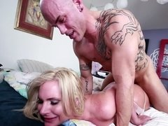 Blonde with a magnificent ass is with her lover on the bed