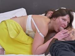 British unshaved housewife banging & sucking