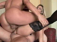 Anaal, Grote mammen, Pijpbeurt, Dubbele penetratie, Hardcore, Trio