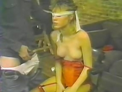 Blindfolded non-pro babe giving a blowjob