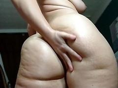Huge Tooshie Shaking