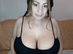 Heavyweight amateur web cam chick showing her boobs and ass