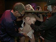 Садо мазо, Блондинки, Доминирование, Секс без цензуры, Унижение, На публике, Наказание, Развязные