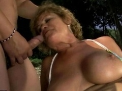 Ugly mature bitch gets fucked hard outdoor