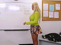 Grosse titten, Blondine, Vollbusig, Milf, Büro, Pornostars, Ablutschen, Lehrer
