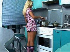 Платье, Пальцем, На кухне, Мастурбация, Трусики, Дразнящие, Молоденькие, Под юбкой