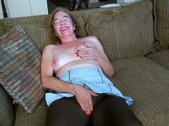 Old whore stripping down and jack off naked on a couch